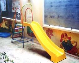 Cầu trượt nhà trẻ