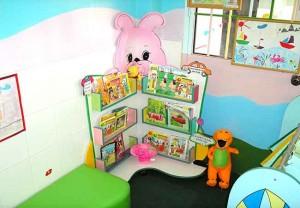 Kệ gỗ thư viện con thỏ